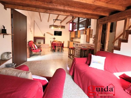 Independent furnished self-catering property in Matino is rented for short periods