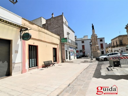 Commercial for rent centrally located premises and sottolocale in Casarano