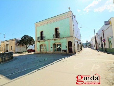 Mansion-antique-renovated-in-sales-a-Tricase-with-local-business-and-terrace-panoramic