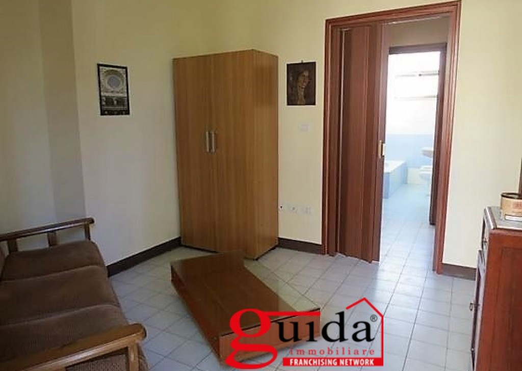 Rent Detached house for rent Casarano - Semi-detached-house-furnished-for-rent-a-Casarano-inside-of-a-villa Locality