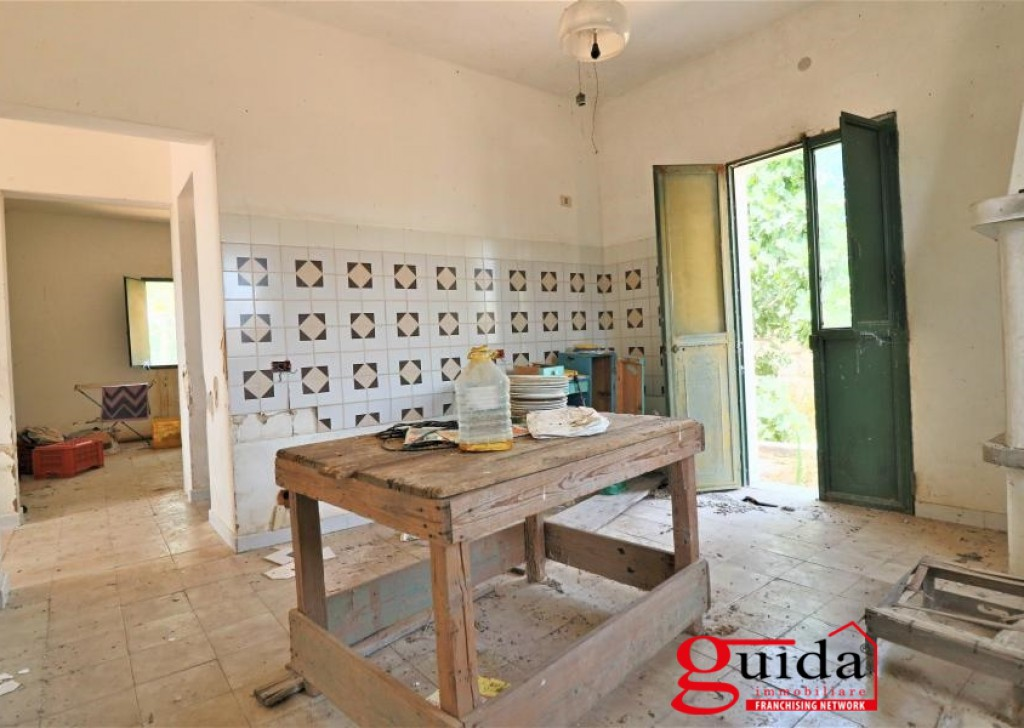For Sale Detached house Alezio - Country house in Salento in Puglia for sale in Alezio a few km from Gallipoli to be restored Locality