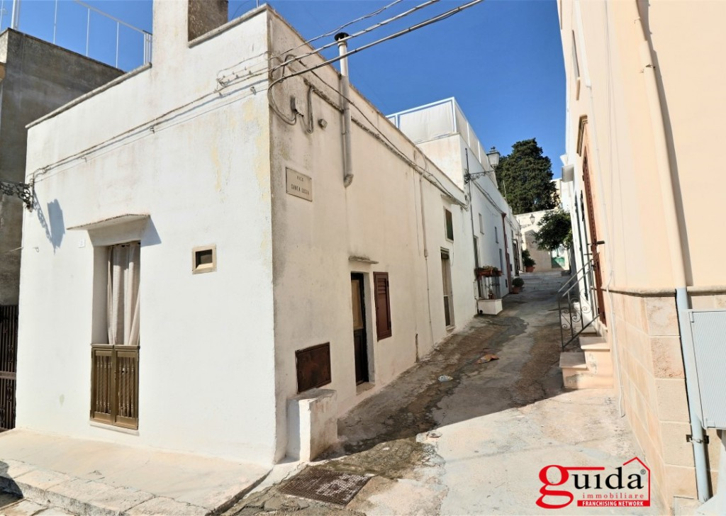 Sale Detached house Matino - Typical house in independent court with a mezzanine in the medieval village of Matino Locality