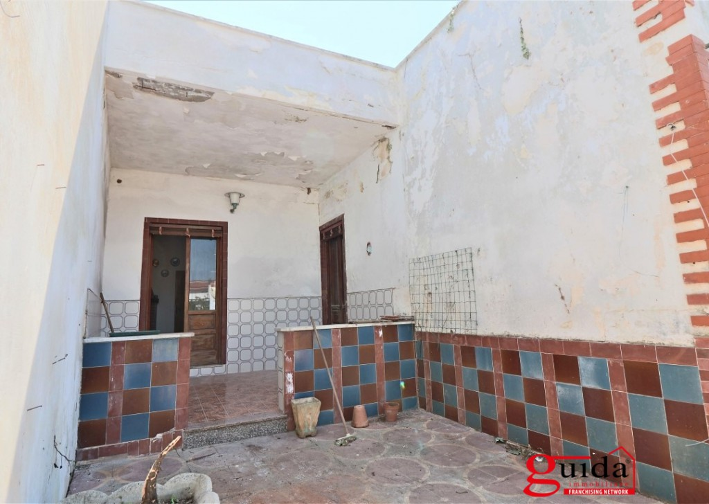 Sale Detached house Racale - Independent-in-sales-a-Racale-with-terrace-garden-and-building-by-ripe Locality