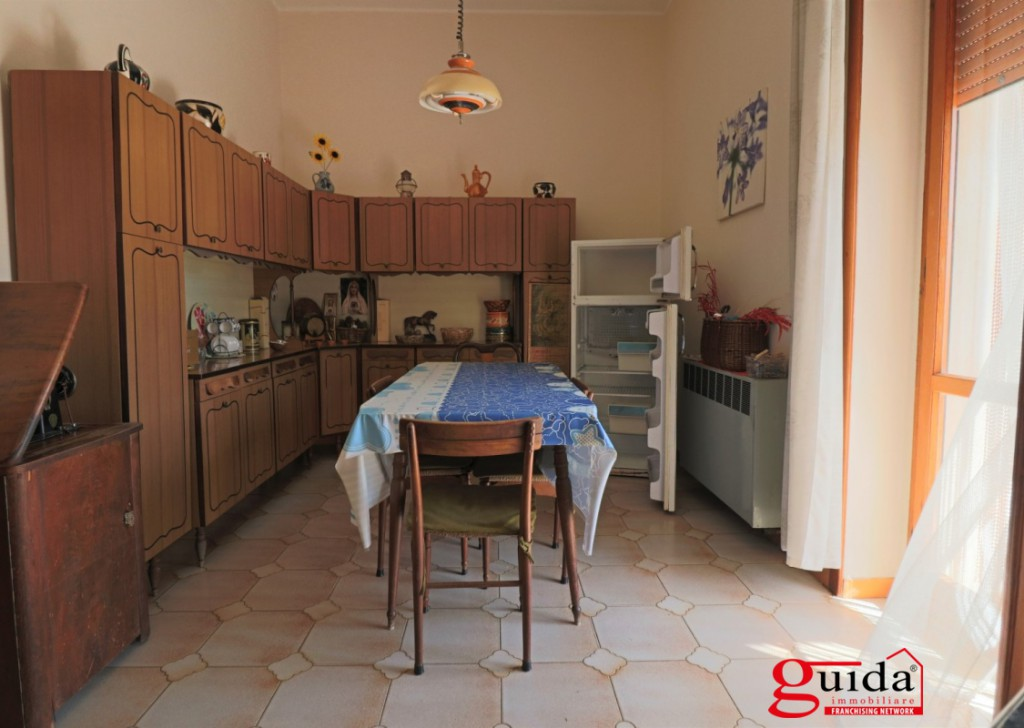 Rent Detached house Casarano - Ideal for independent professionals, doctors, banks and various outdoor spaces, Garden, garage in Casarano in central location Locality