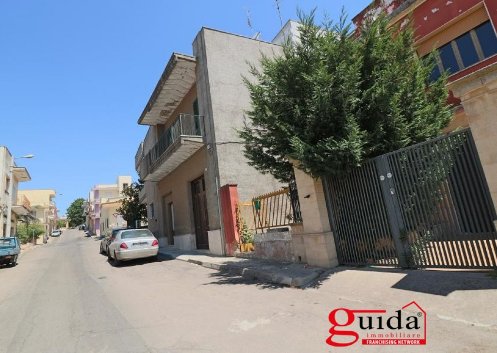 Sale Detached house Parabita - Independent house on the first floor for sale in Salento in Puglia in Parabita area in good condition to be restored Locality