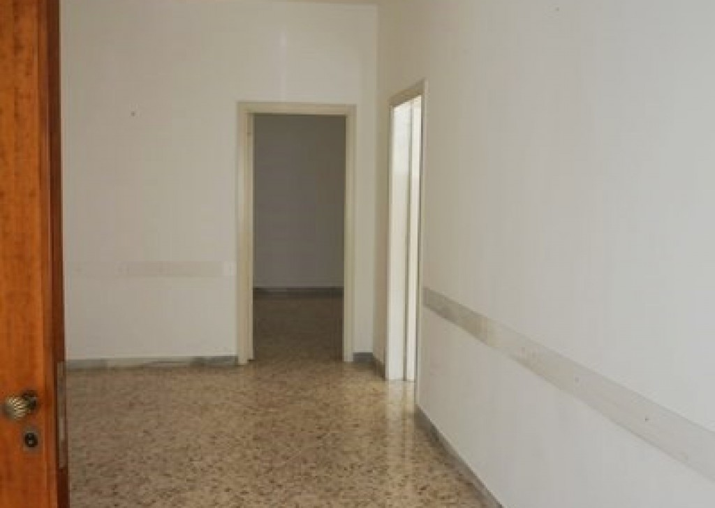 Rent Office or study Casarano -  Office-in-rent-a-Casarano-wide-and-bright Locality