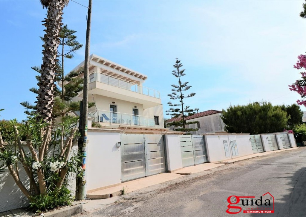 Sale Property complex Gallipoli - Real estate complex with 5 independent houses to 30 Mt from the beach turnkey Locality