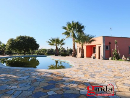 Villa-with-pool-for-sale-in-Soleto-in-Salento