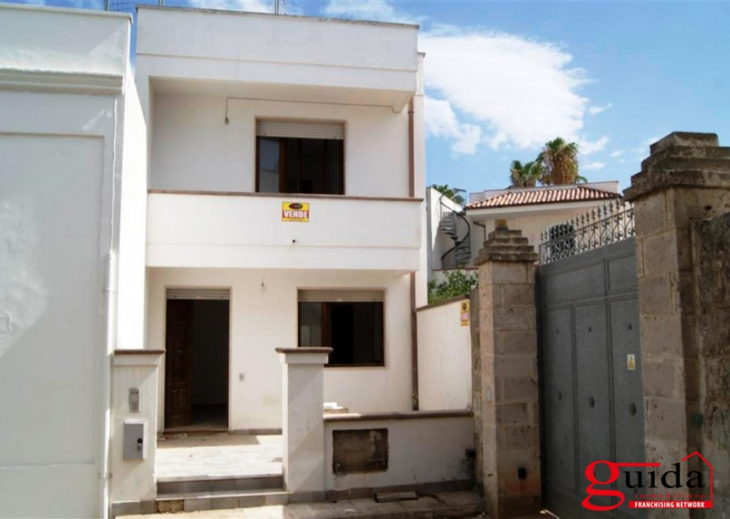 For Sale Detached house Taviano - Dwelling-independent-of-two-Levels-in-sales-Taviano-in-area-middle-and-well-Served Locality