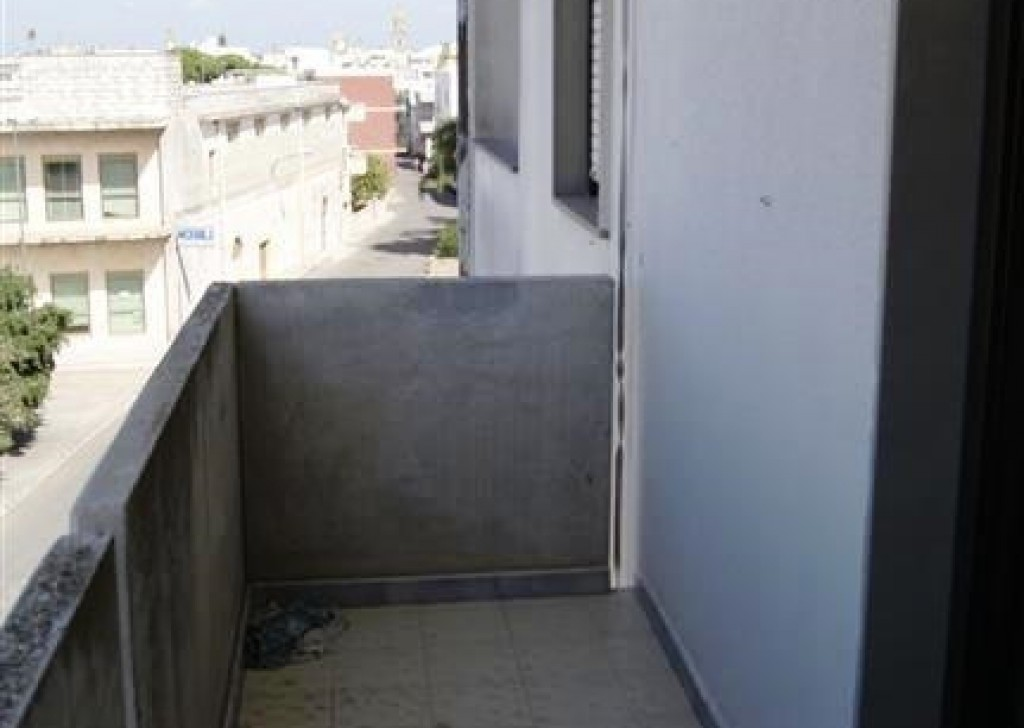 Sale Apartment Taviano -  Apartment-sale-in-a-Taviano-wide-and-bright-to-third-floor-of-a-building-in-area-Central Locality