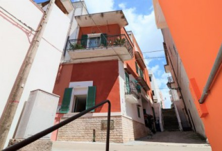 On the ground floor in the historic heart of Matino restored and furnished