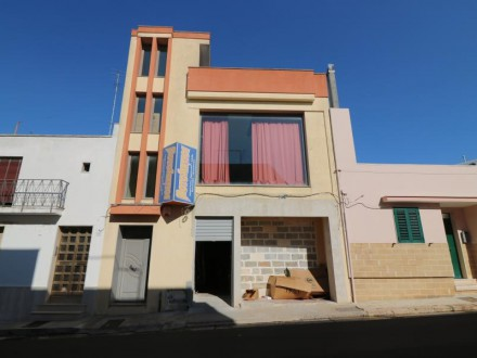 Commercial room of 500 Mq in good position for sale in Casarano