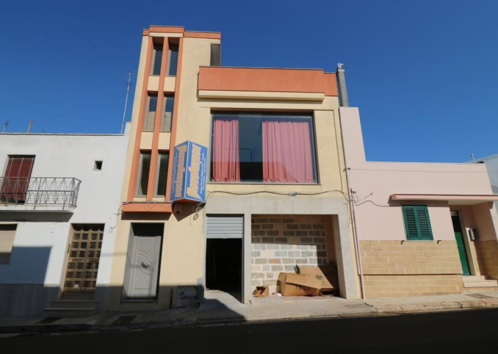 Sale Shop or business premises Casarano - Commercial room of 500 Mq in good position for sale in Casarano Locality