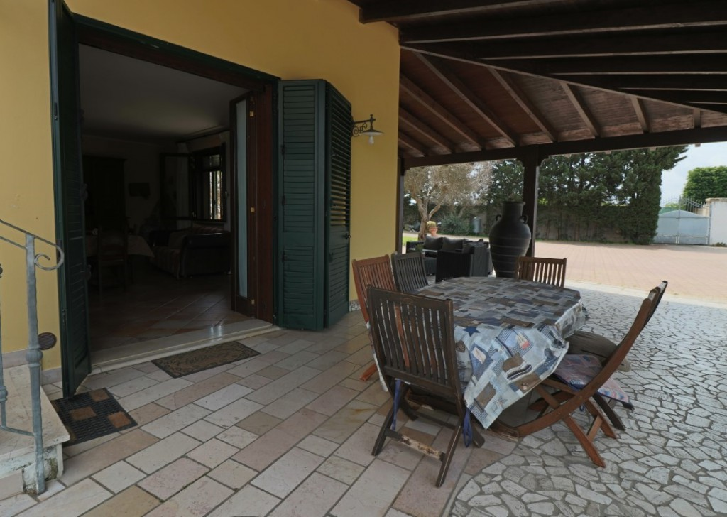 Sale Villa Collemeto - Newly built Villa furnished and with large central exterior in Salento Locality