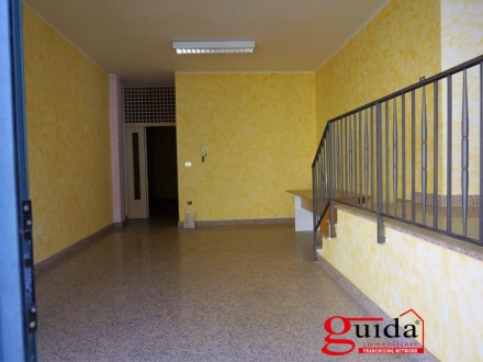Local-commercial-in-rent-a-Casarano-in-area-central-ideal-as-shop-o-Office